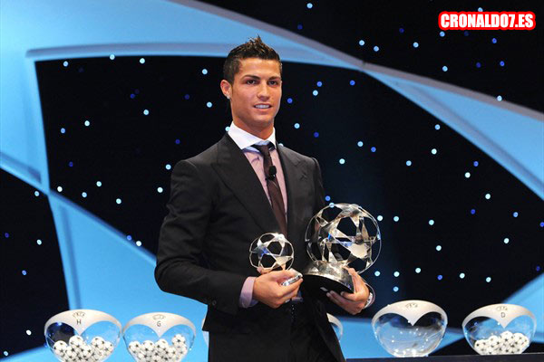 Cristiano Ronaldo recibiendo el FIFA World Player 2008